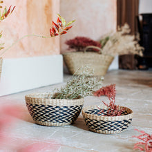Load image into Gallery viewer, Set of 2 Seagrass Decorative Bowls