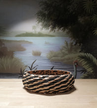 Load image into Gallery viewer, Wicker Round Plater
