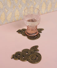 Load image into Gallery viewer, Set of 4 Snake Coasters