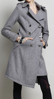 Grey asymmetrical wool coat / Vers le bas manteau avec col en fourrure