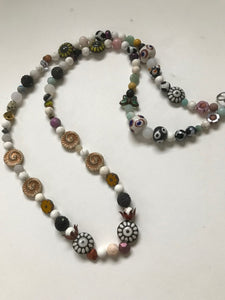 A NECKLACE OF GREAT BEAD VARIETY