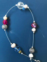 Load image into Gallery viewer, Necklace with clustered pearl, glass and metal beads