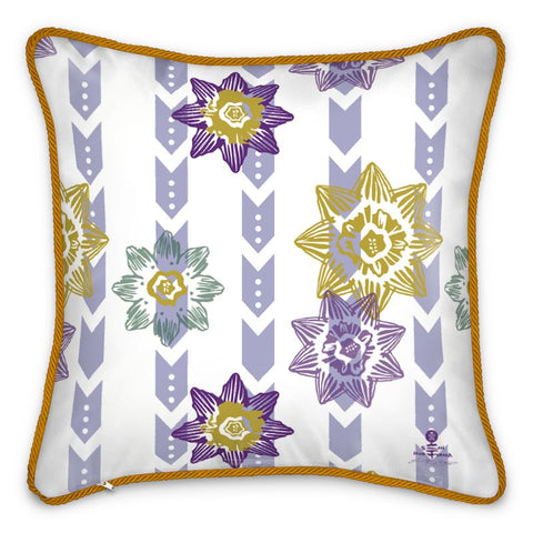 Daisy Pattern Silk Cushion