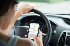 How to Avoid Common Driving Distractions
