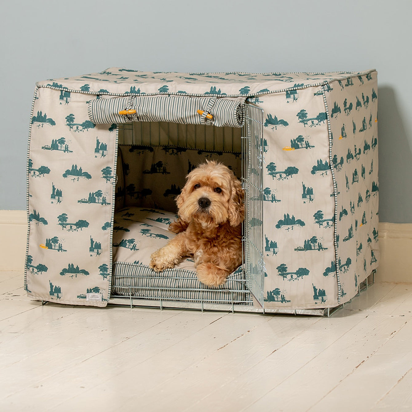 Cockapoo Dog Crate with handmade bedding Set y Lords & Labradors  with Balu the Cockapoo