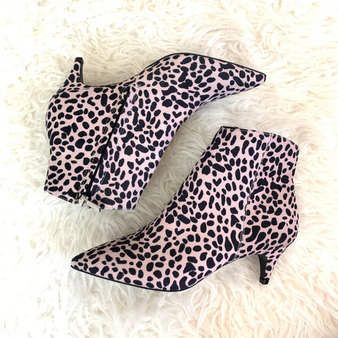 Qupid Cheetah Ankle Booties NWOT- Size 8