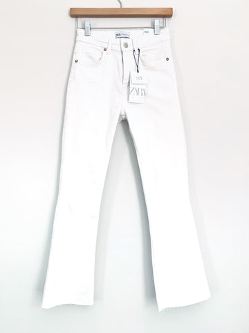 "Zara White Mid-Rise Flare Cropped Jeans NWT- Size 2 (Inseam 26"")"