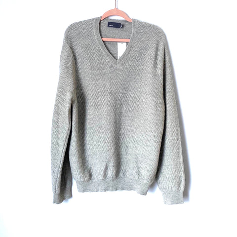 Vince Men's Grey V-Neck Sweater NWT- Size XL (Jana)