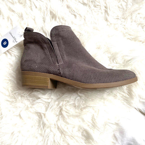 Universal Thread Dark Grey Booties NWT- Size 9