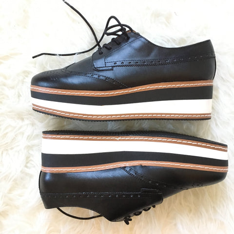Steve Madden Contrast Sole Lace Up Shoes- Size 10