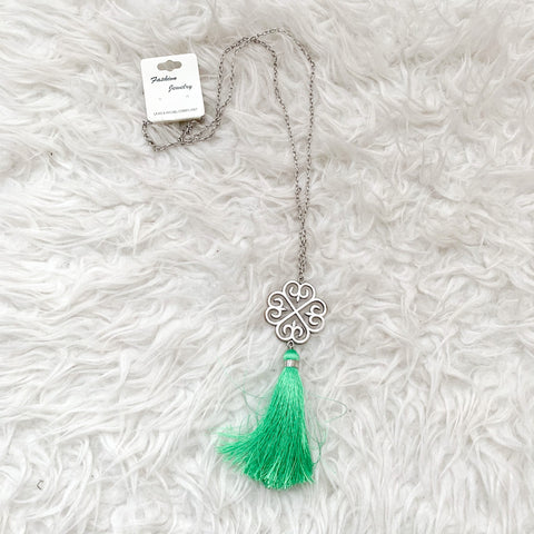 Fashion Jewelry Silver Chain with Pendant and Green Tassel Necklace