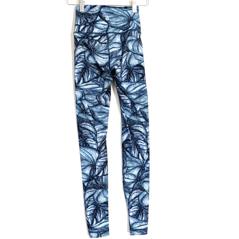 "Lululemon Blue Sketch Leaf Design Leggings- Size 2 (Inseam 28"")"