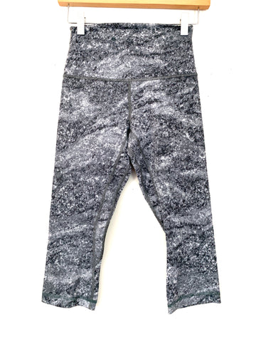 "Lululemon Grey Patterned Crop Legging- Size 4 (Inseam 18"")"