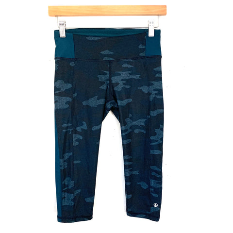 "Lululemon Blue Camo Crop Legging- Size 4 (Inseam 15"")"