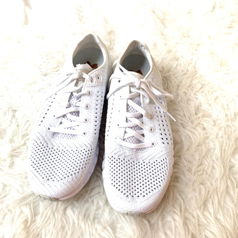 Under Armour HOVR White Sonic Perforated Running Shoe - Size 7.5 (pink marks)