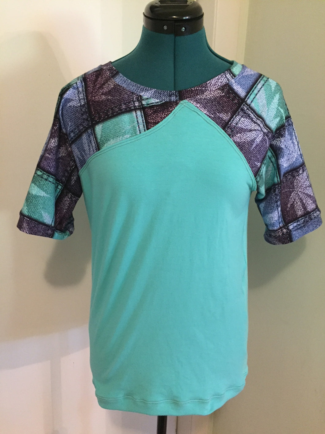 Canna Print Women's Raglan with a Twist - Size Small