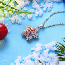 Load image into Gallery viewer, Five Stone Winter Snowflake Necklace set in 18K
