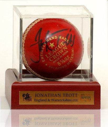 Cricket Ball hand signed by Jonathan Trott (LOT774)