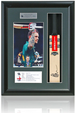 Alex Hales England Nottinghamshire Hand Signed Mini Cricket Bat Photo COA