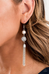 Going DIOR to DIOR - White Earring 1023e