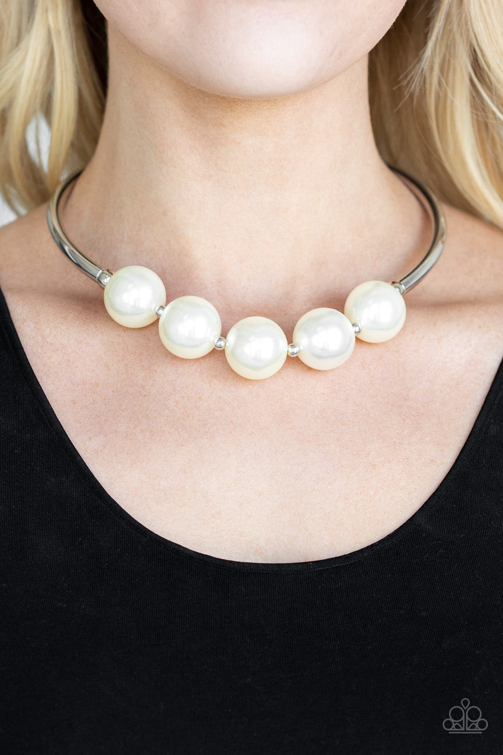 Welcome To Wall Street - White Necklace 87n
