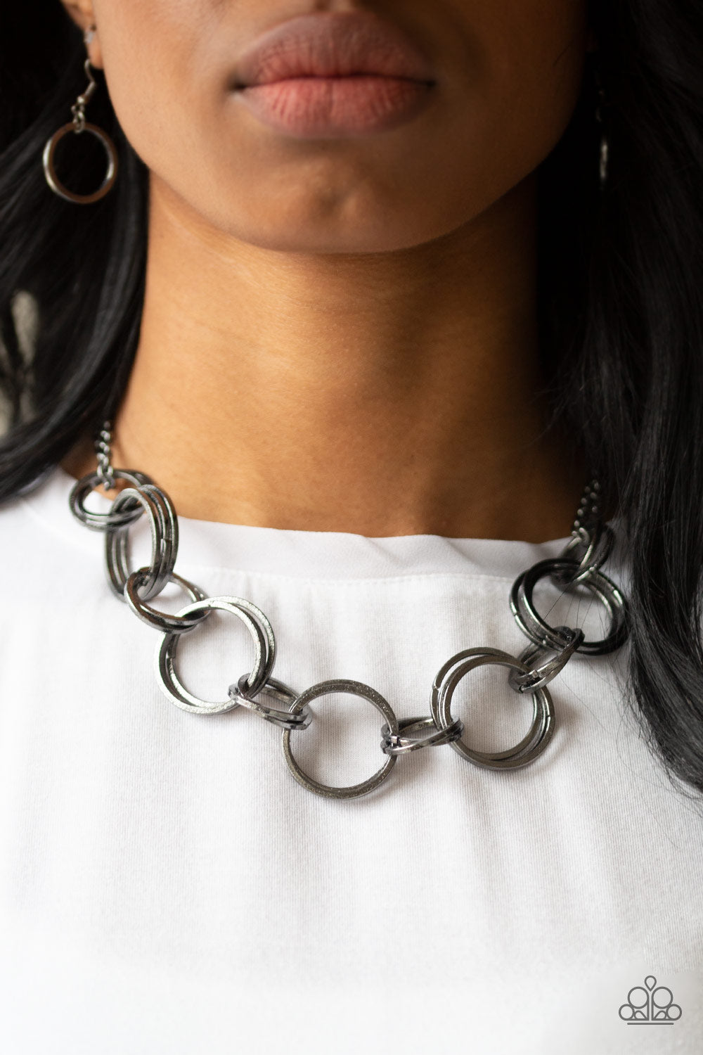 Jump Into The Ring - Black Necklace 1193N