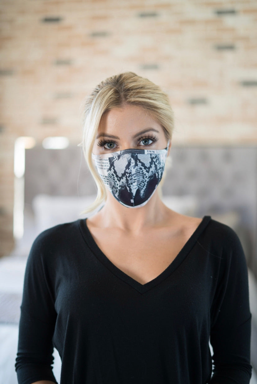 News Article/Snake Printed Face Mask