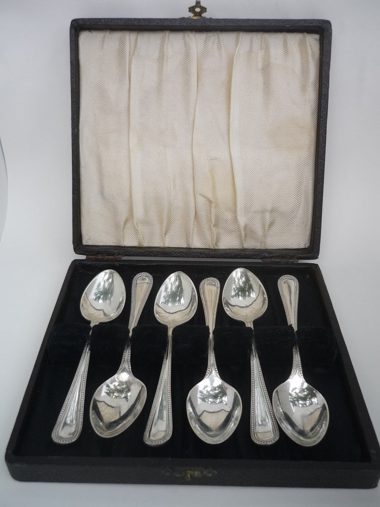 A Set of Six Silver Tea Spoons from the Art Deco Period. Hallmarked Sheffield 1932.
