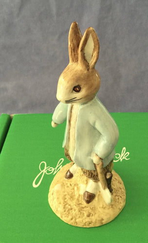 Beswick Peter Rabbit digging Beatrix Potter Figure Rare Boxed