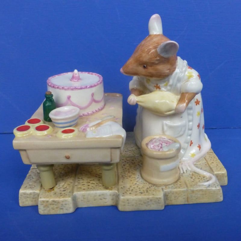 Royal Doulton Brambly Hedge Figurine Mrs Toadflax Decorates Cake DBH52 (Boxed)