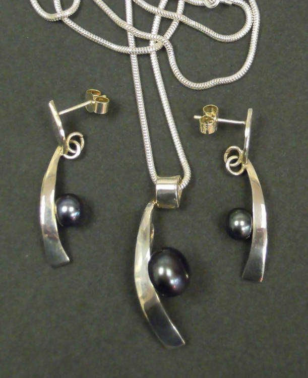 Jake: Peacock pearl pendant-earring set
