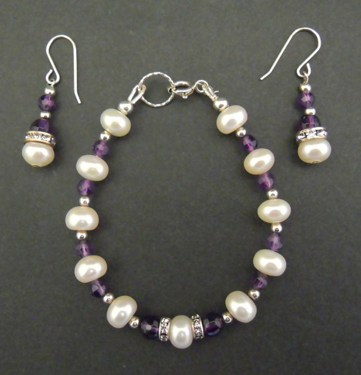 Lee: Pearl and crystal bracelet-earring set (024)