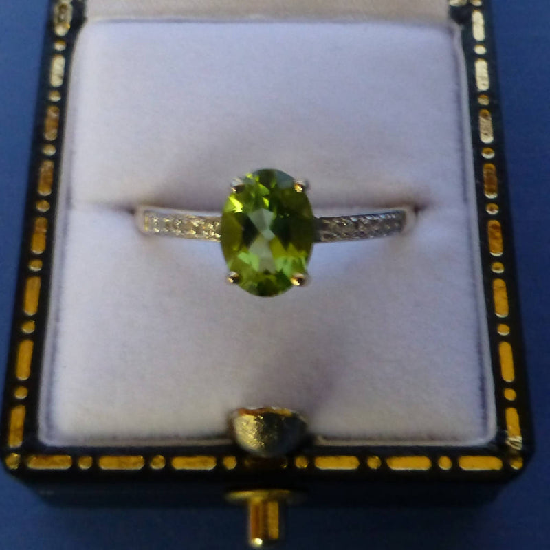 9ct Gold Peridot and Diamond Ring Size P