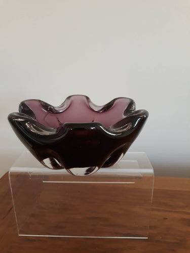 Afors purple, wavy edges bowl
