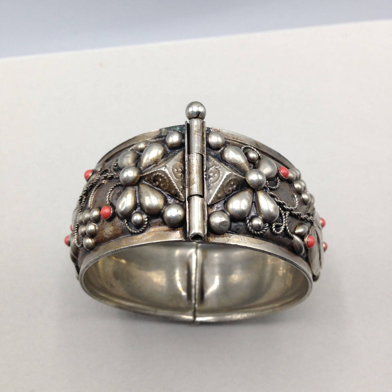 Vintage hinged bangle