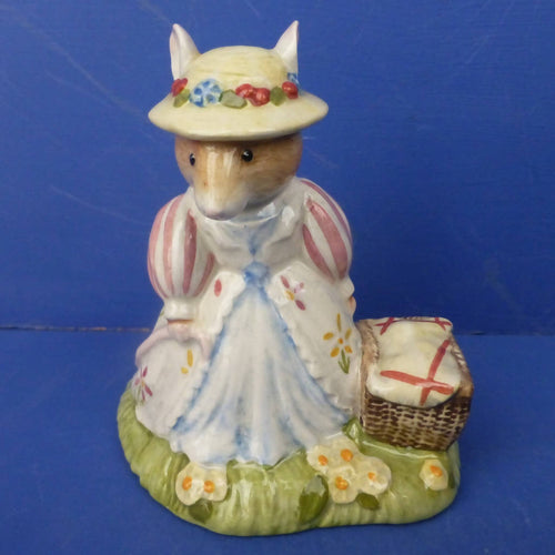 Royal Doulton Brambly Hedge Figurine Lady Woodmouse DBH32