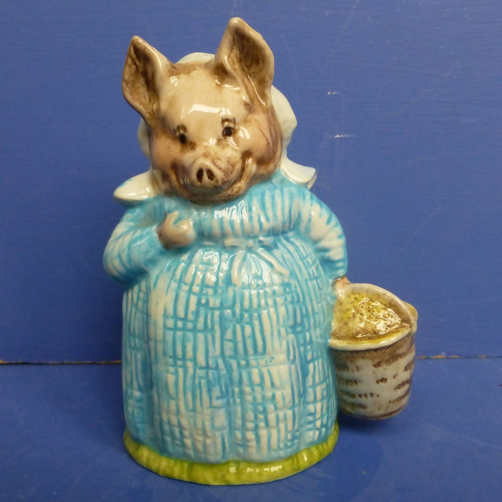 Royal Albert Beatrix Potter Figurine - Aunt Pettitoes (Boxed)