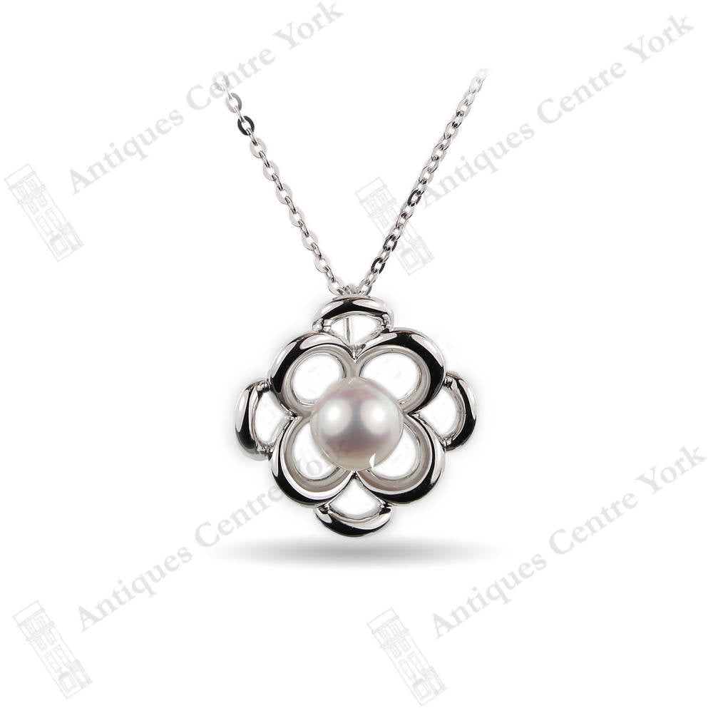18ct White Gold Cultured Pearl Pendant