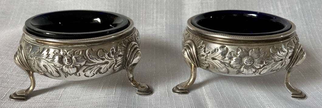 Georgian, George II, Pair of Silver Cauldron Salts with Liners. London 1759. 3.8 troy ounces.