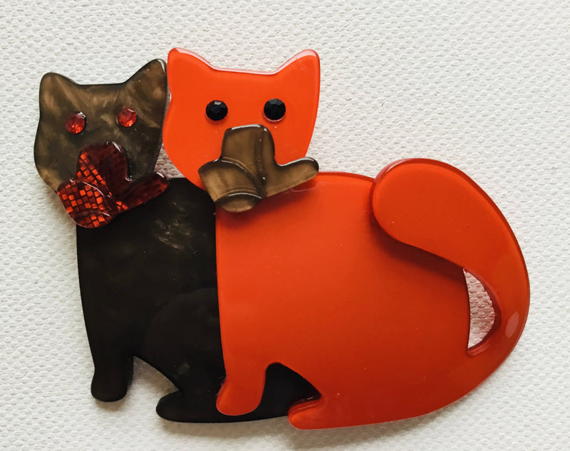 Pair of Cats Brooch.