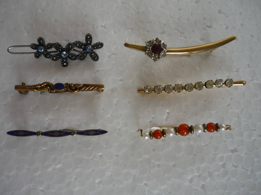 A Collection of 6 Costume Jewellery Bar Brooches and Clips