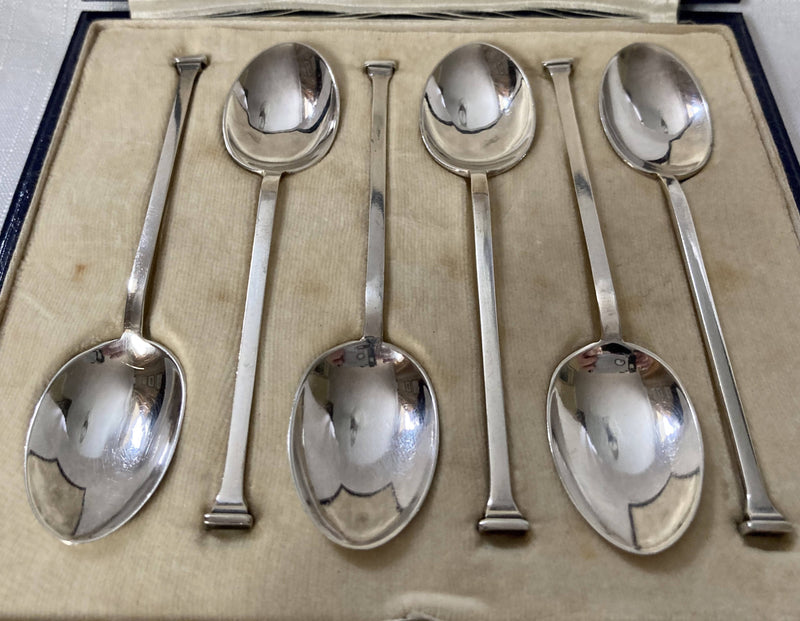 George V, Cased Set of Six Silver Seal Top Coffee Spoons. Sheffield 1923 Cooper Brothers.
