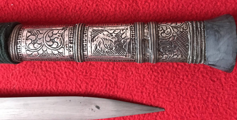 Burmese 'DHA' knife 19th century with horn shoe/chape.