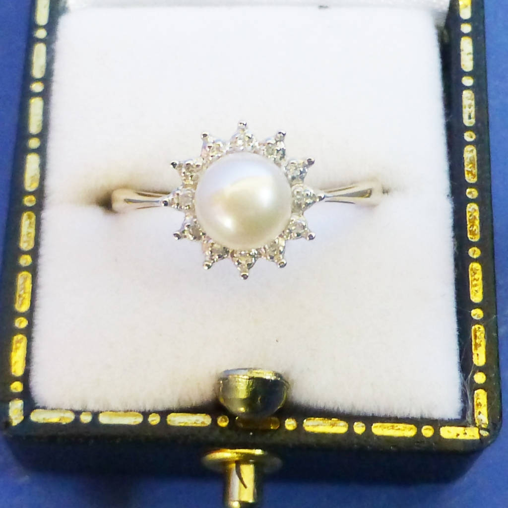 9ct Gold Pearl and Diamond Ring Size O