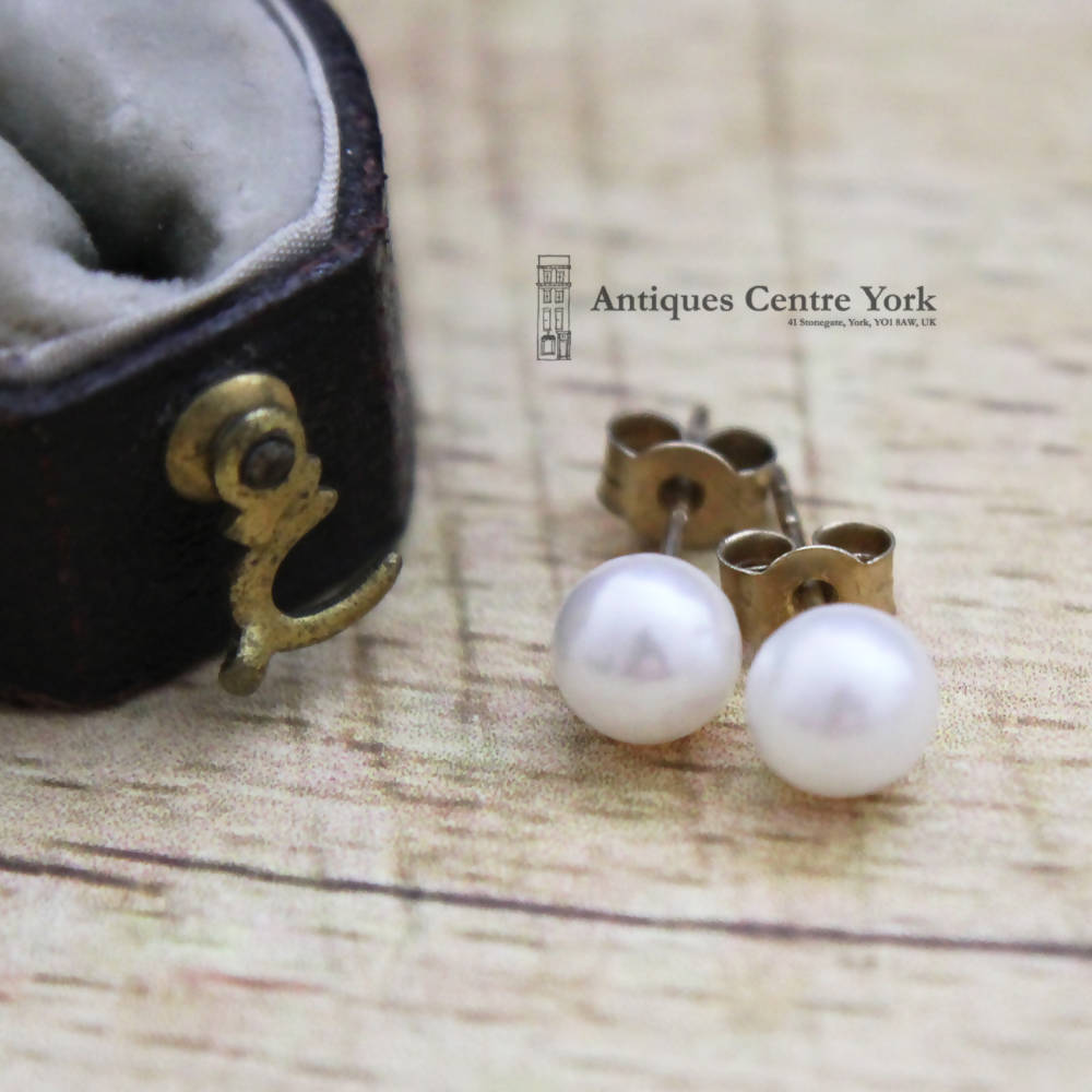 9ct Cultured Pearl Earrings