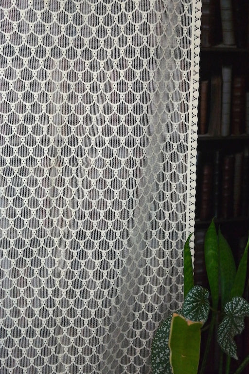 Esme - 1 Vintage Arts & Crafts Period Scottish ecru Cotton Lace Curtain Panel - 36
