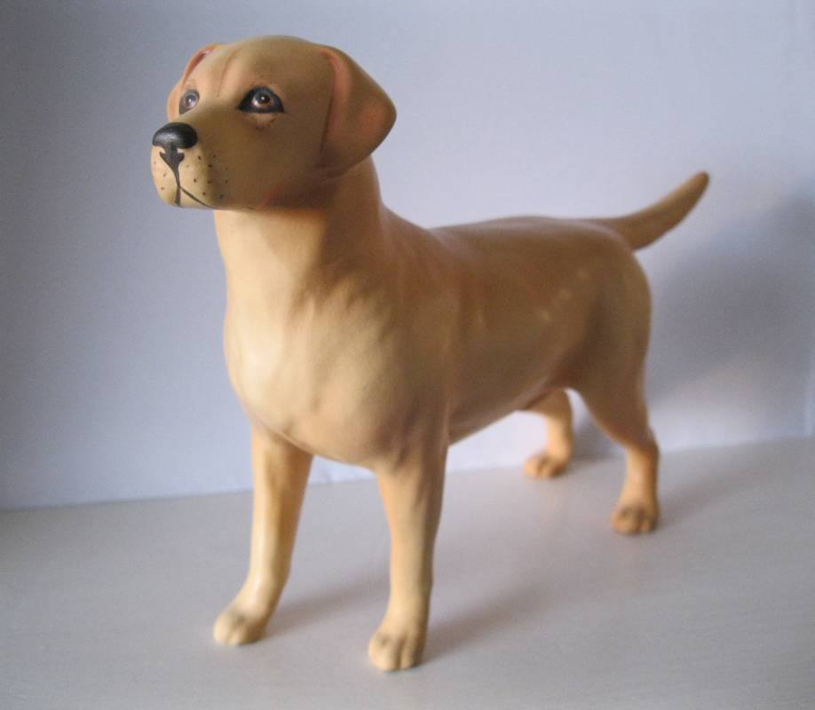 BESWICK DOG LARGE GOLDEN LABRADOR MATT FINISH