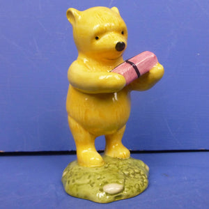 Royal Doulton Figurine Winnie The Pooh And The Present WP18