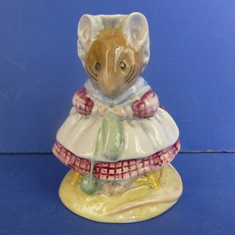 Beswick Beatrix Potter Figurine - The Old Woman Who Lived In A Shoe Knitting BP10A
