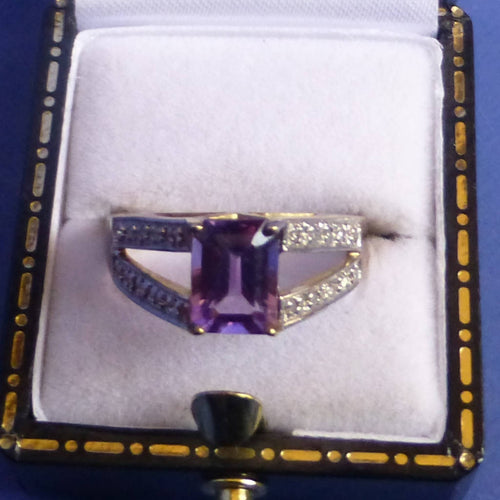 9ct Gold Amethyst and Diamond Ring Size P +1/2